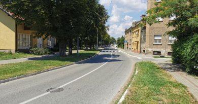 Železnička ulica u Inđiji kao pista za bahatu vožnju
